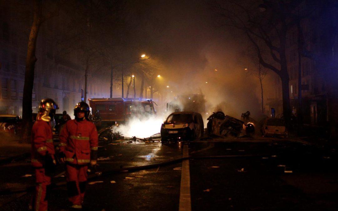 "Roving gangs of ""yellow vest"" militants set heart of Paris ablaze"