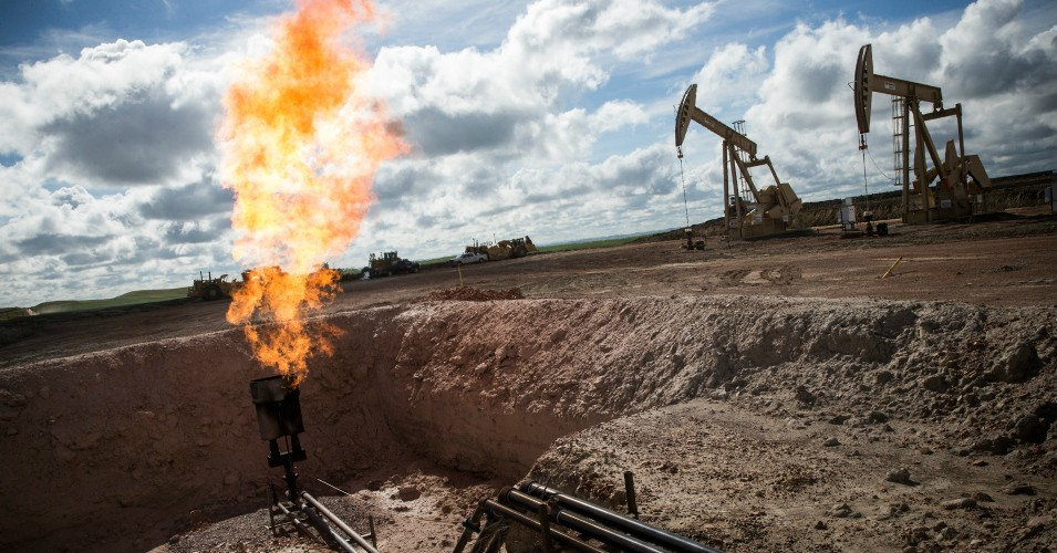 'Extraordinarily Harmful': In Disaster for Planet and Gift to Industry, New Trump Rule Would Gut Restrictions on Potent Methane Emissions