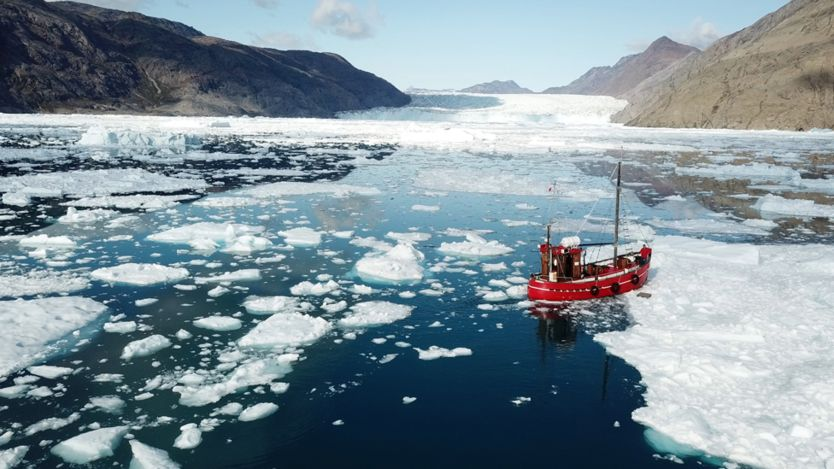 Climate crisis: Greenland's ice faces melting 'death sentence'