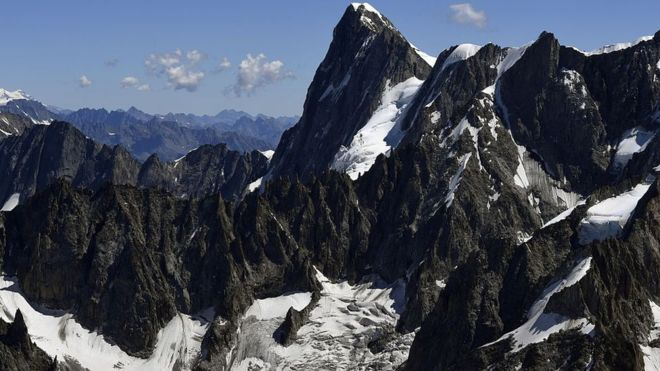 Mont Blanc: Glacier in danger of collapse, experts warn