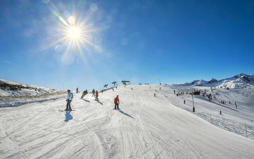 French ski resort moves snow with helicopter in order to stay open