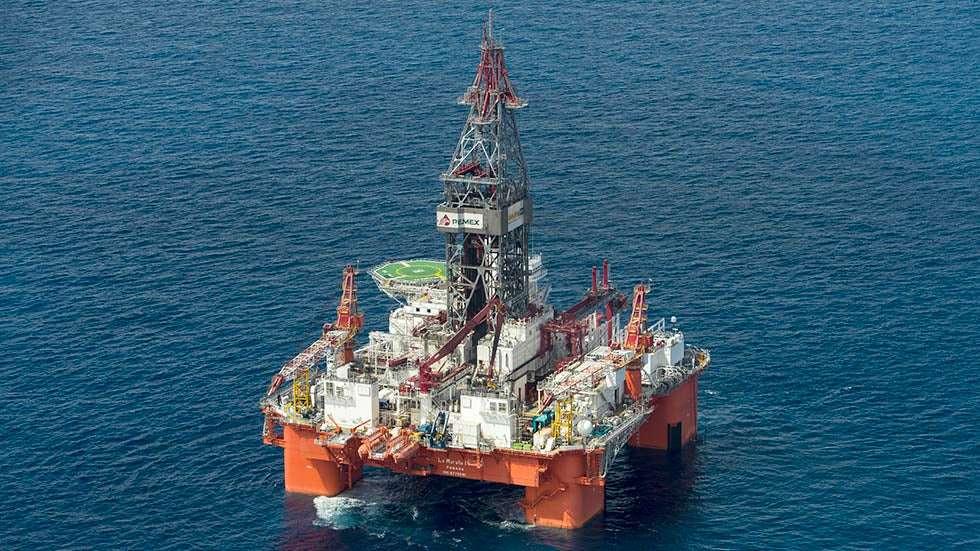 sea oil rig