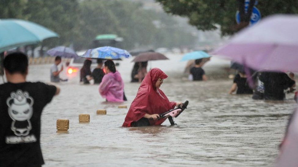 China floods: 12 dead in Zhengzhou train and thousands evacuated in Henan